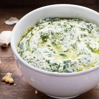 CREAMED SPINACH RECIPE WITH FETA CHEESE AND BAKED GARLIC