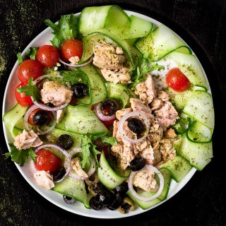 TUNA SALAD WITH CHERRY TOMATOES, CUCUMBERS AND OLIVES