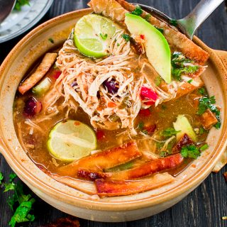 DELICIOUS MEXICAN CHICKEN TORTILLA SOUP